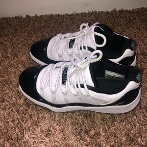Unisex Kids Jordan's Retro 11 in Green color